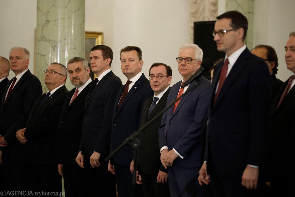 W dwa miesiące pracownicy ministerstw otrzymali 30 mln zł premii