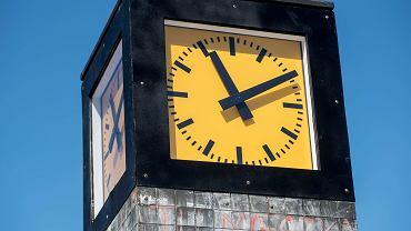 Zmiana czasu już w ten weekend. Kiedy dokładnie przestawiamy zegarki? Będziemy spać dłużej czy krócej?