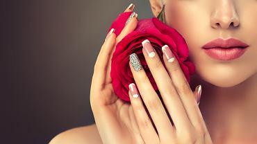 Reverse french manicure - nowy hit wśród stylizacji paznokci