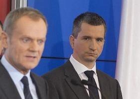 Mateusz Szczurek będzie nowym ministrem finansów za Jacka Rostowskiego. Z premierem Donaldem Tuskiem na konferencji prasowej przedstawiającej nowych ministrów.