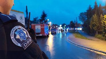 Kraków: policja pomaga przy transporcie worków z piaskiem na zagrożone odcinki