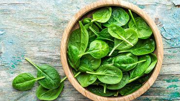 Szpinak powinny włączyć swojej do diety przyszłe mamy. Według badań, jedzenie zielonych liści pozytywnie oddziałuje na rozwój układu nerwowego u dziecka.