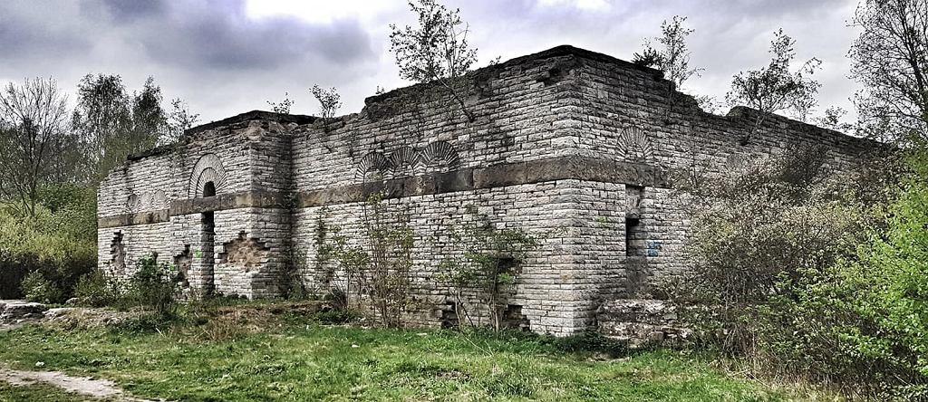 Ruiny cenotafu w Wałbrzychu
