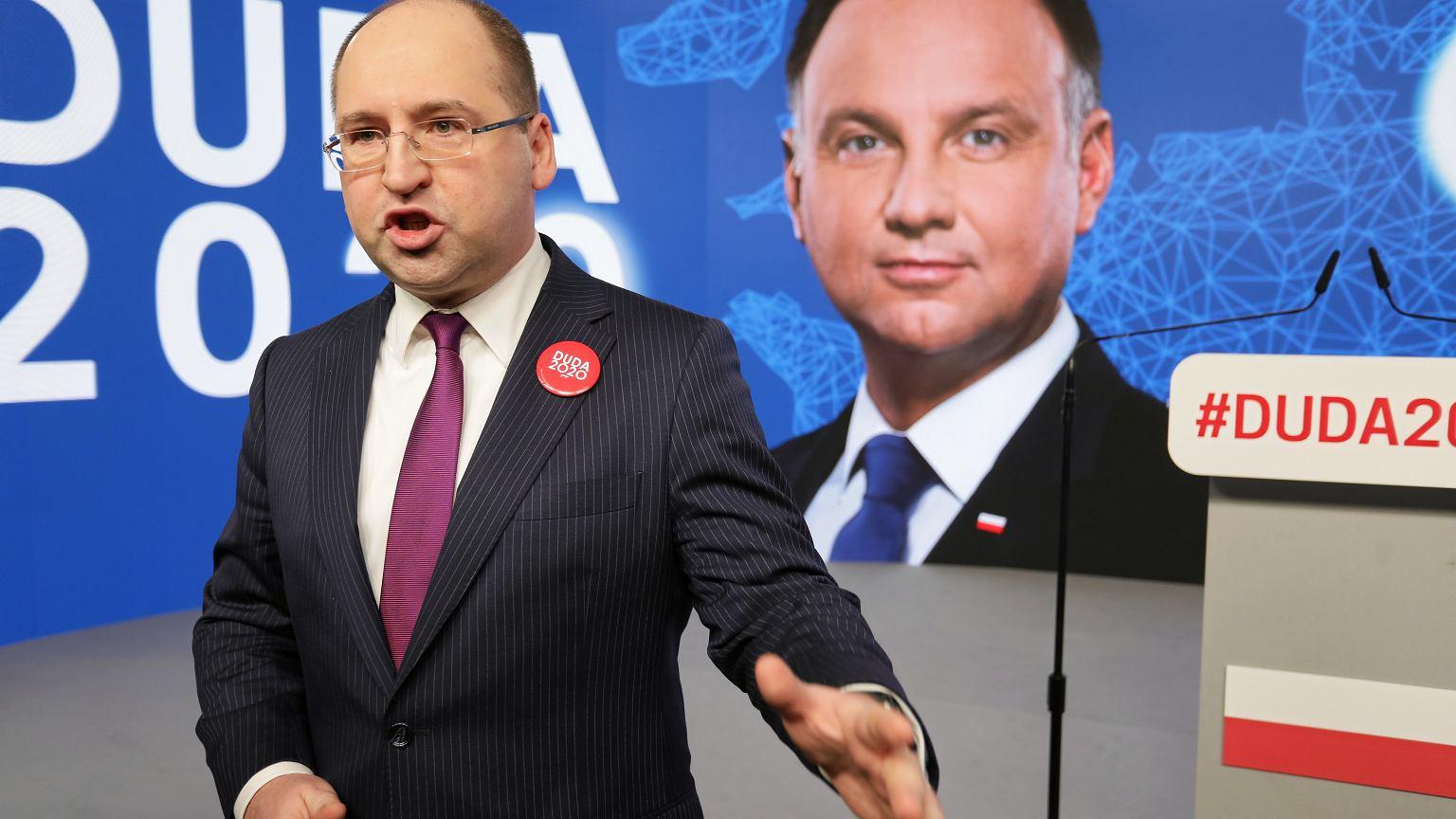 Przemysław Czarnek zostaje w sztabie Andrzeja Dudy. Bielan go tłumaczy