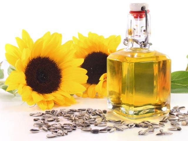Olej słonecznikowy to przede wszystkim cenne źródło witaminy E, dbającej o stan naszej skóry.