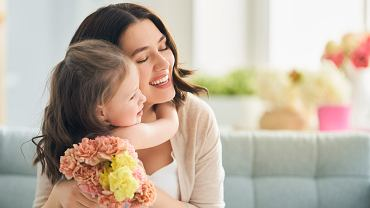 Dzień Matki na świecie - w poszczególnych krajach święto to, obchodzone jest w innych dniach. Zdjęcie ilustracyjne, Yuganov Konstantin/shutterstock.com