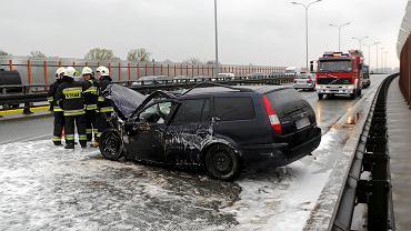 Wypadek na Trasie Siekierkowskiej w Warszawie
