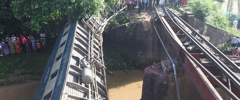 Bangladesz. Most runął pod pociągiem pasażerskim. Są ofiary śmiertelne