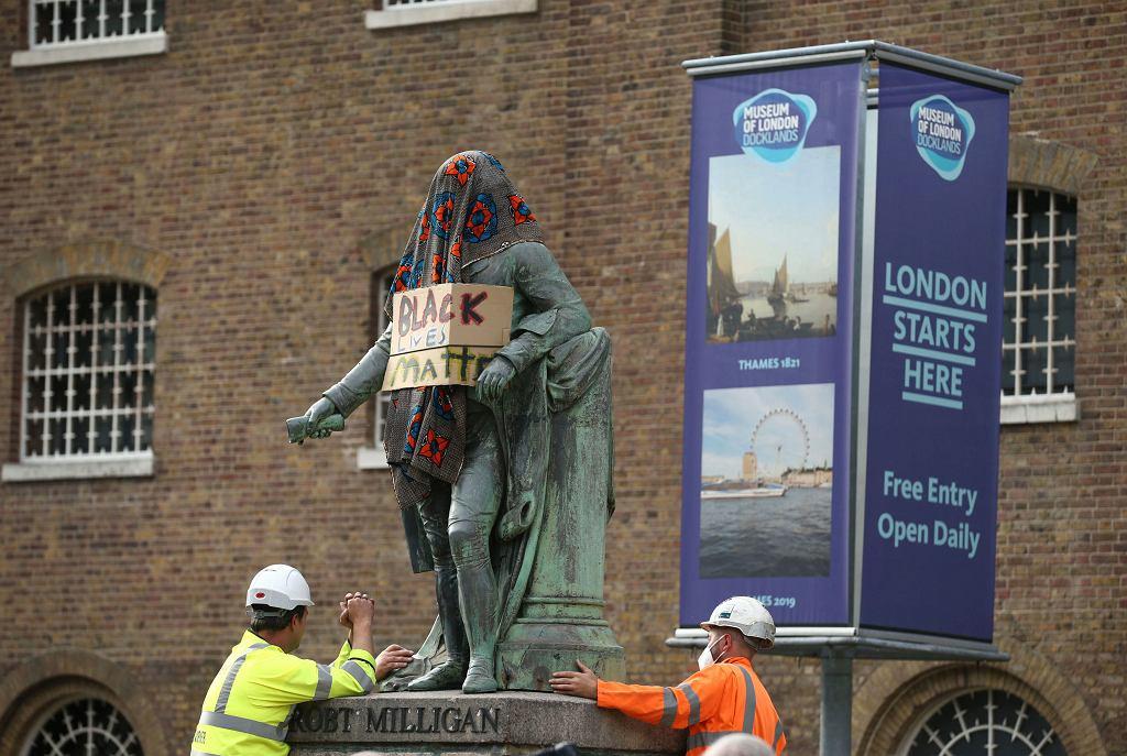 Usuwanie pomnika Robert Milligan w Londynie