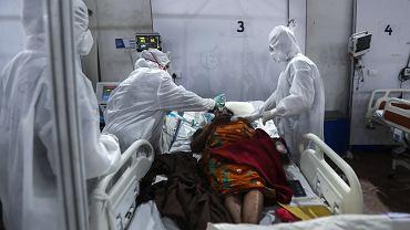 06.05.2021 Indie, Mumbaj. Opieka nad pacjentką chorą na COVID-19