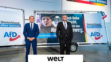 Jörg Meuthen (z prawej) i Tino Chrupalla ze skrajnie prawicowej partii Alternatywa dla Niemiec (AfD) przedstawiają hasło 'Niemcy. Ale normalne', które będzie jej towarzyszyć w nadchodzącej kampanii przed wyborami do Bundestagu. Drezno, 9.04.2021 r.