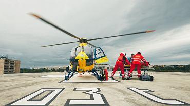 Zespół ratunkowy dostarczył helikopterem pacjenta do szpitala uniwersyteckiego w Hradec Kralove, 17 czerwca 2017 r.