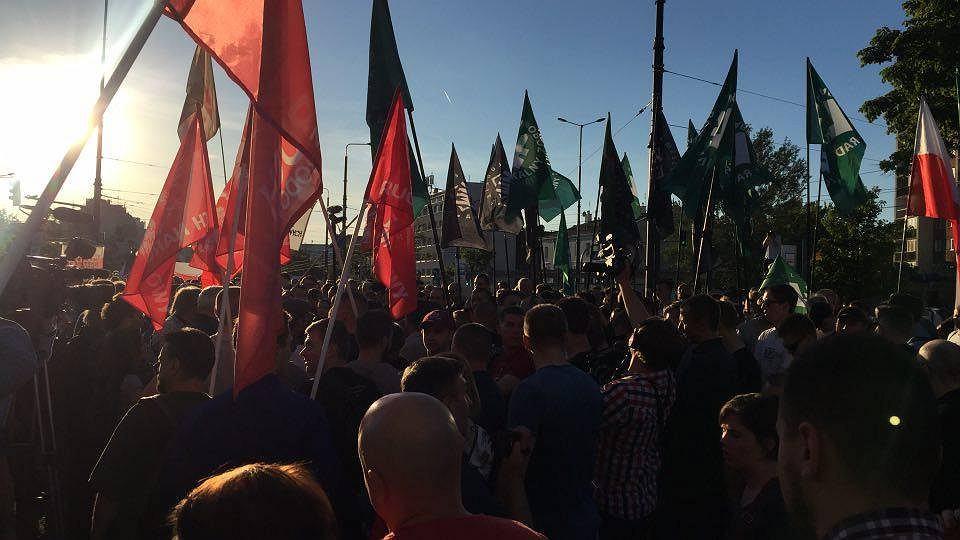 Demonstracja przed Teatrem Powszechnym, 27 maja 2017.