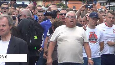 Białystok. Policja poszukuje mężczyzn, którzy blokowali Marsz Równości