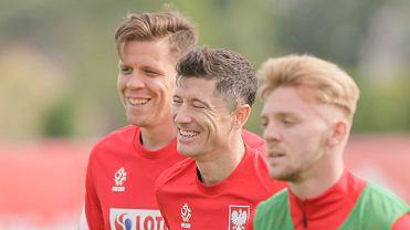 Wojciech Szczęsny, Robert Lewandowski i Kamil Jóźwiak podczas treningu na zgrupowaniu w Opalenicy przed Euro 2020