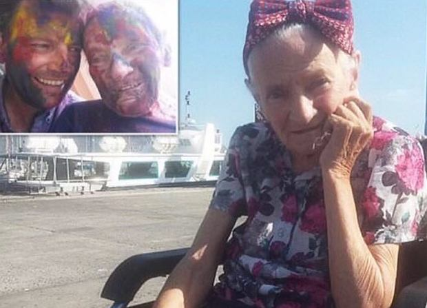 """""""Zawiesił swoje życie"""" i zabrał matkę chorą na Alzheimera w podróż dookoła świata. """"Była dla mnie priorytetem"""""""