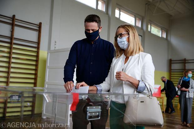 Rafał Trzaskowski głosuje w drugiej turze wyborów prezydenckich