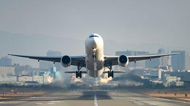 Rząd przedłużył zakaz lotów międzynarodowych do części krajów