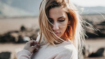 Bad hair day? Najczęstsze błędy, które sprawiają, że twoje włosy są oklapnięte i wydają się cienkie (zdjęcie ilustracyjne)