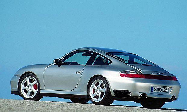 Model 996 4S był produkowany w latach 1998 - 2005. Auto ma napędzane obydwie osie