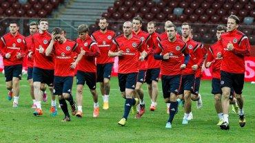 We wtorek Polska zagra ze Szkocją w meczu eliminacji mistrzostw Europy w piłkę nożną. Dobę przed meczem rywale przeprowadzili trening na Stadionie Narodowym. Relacja na żywo od 20.45 w Sport.pl