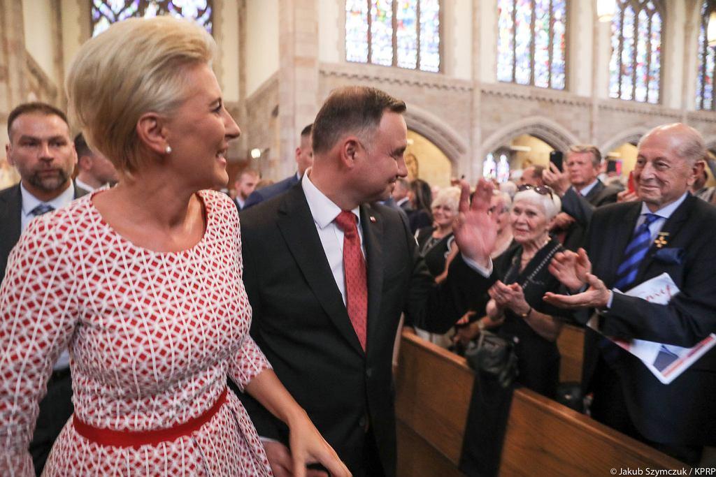 Andrzej Duda i Agata Kornhauser-Duda w kościele Świętego Krzyża