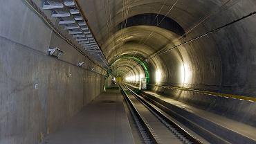 Wnętrze jednej z nitek w tunelu Gotarda