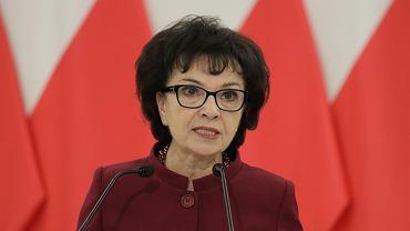 Elżbieta Witek. Ucieczka marszałek Sejmu. Jak polityczki PiS reagują na słowa Czarnka, że kobieta musi rodzić
