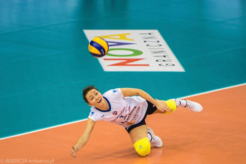 W obronie Jelena Blagojevic. Developres Rzeszów - Volley Wrocław 3-0