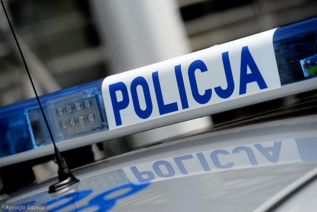 Policjanci po służbie nie odwrócili wzroku. Jeden zatrzymał pijanego kierowcę, a drugi zaopiekował się osobą zaginioną (zdjęcie ilustracyjne)