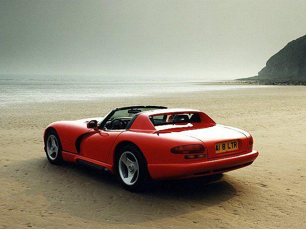 Viper w 1992 roku posiadał silnik V10 o pojemności 8,3 litrów i mocy 408 KM