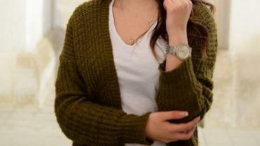 Damski sweter kardigan to hit sezonu jesień-zima 2019.