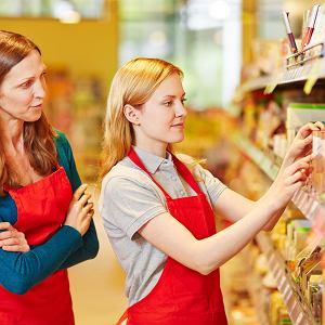 remanent,inwentaryzacja,sklep,półki,sklepikarz,sklep spożywczy,