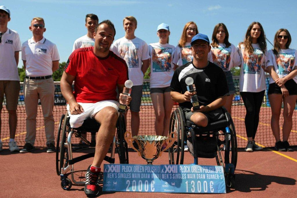 Tom Egberink (z lewej) za zwycięstwo w turnieju dostał ok. 1 tys. euro. Obok jego znakomity rywal Francuz Frederic Cattaneo