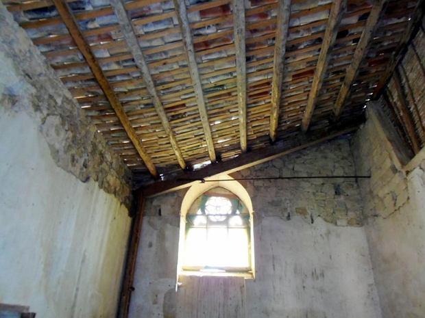 Wnętrze zamku wystawionego na sprzedaż na Sycylii.