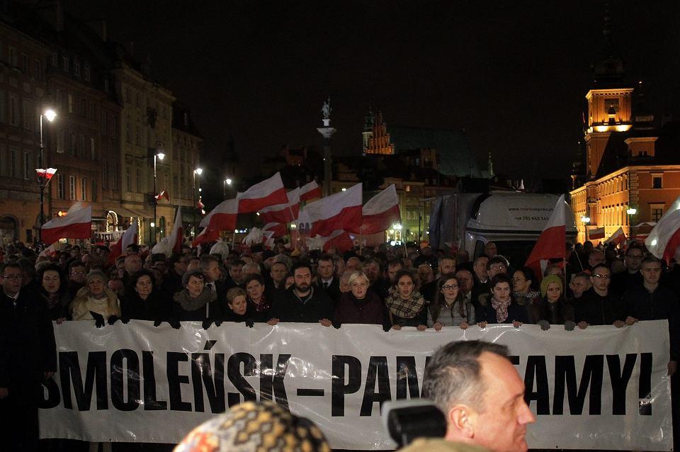 Miesięcznica katastrofy smoleńskiej w Warszawie