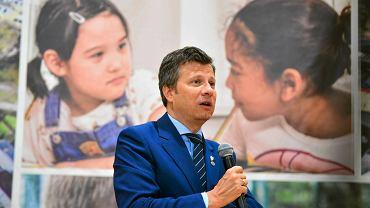 Wizyta rzecznika praw dziecka Marka Michalaka w międzynarodowej szkole Sokrates