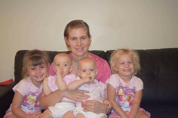 Lacey Bradford z córkami (5-letnia bohaterka pierwsza od prawej)