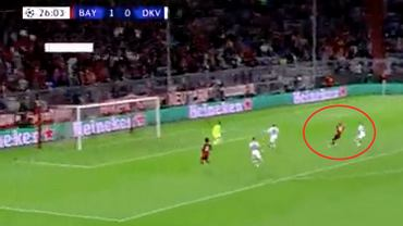 Robert Lewandowski strzela gola w meczu Bayern MOnachium - Dynamo Kijów w Lidze Mistrzów. Źródło: Twitter