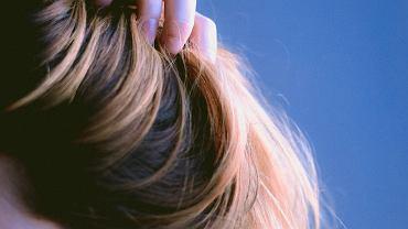 Spinki ozdobne do włosów.