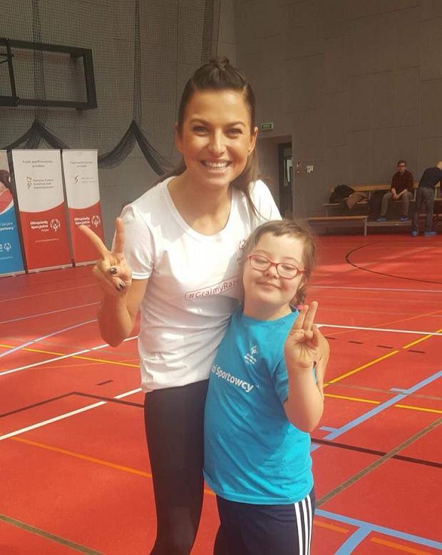Anna Lewandowska, prezes Olimpiad Specjalnych Polska z jedną z uczestniczek.