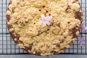 Ciasto drożdżowe z kruszonką. Przepis na prosty wypiek do kawy