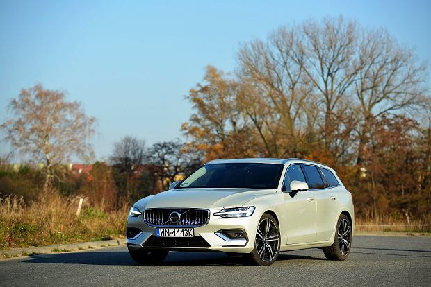 Mercedes C220d vs. Volvo V60 D4