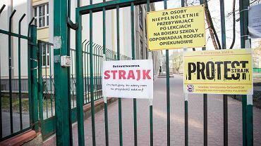 Ogólnopolski strajk nauczycieli. Liceum Ogólnokształcące im  Marii Skłodowskiej Curie w Warszawie