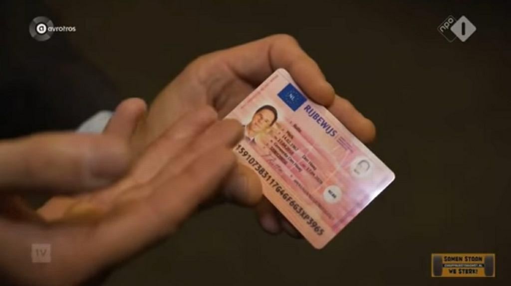 Dziennikarze zamówili podrobione prawo jazdy premiera Holandii Marka Rutte na polskiej stronie internetowej
