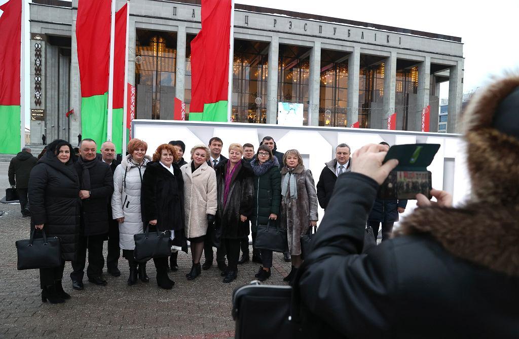 Aleksander Łukaszenka próbuje nieudolnie stworzyć w kraju pozory obowiązującej demokracji. Ogólnobiałoruskie Zgromadzenie Ludowe udowodniło jednak, że niezmienny prezydent nie chce żadnych zmian. Mińsk, 11 lutego 2021