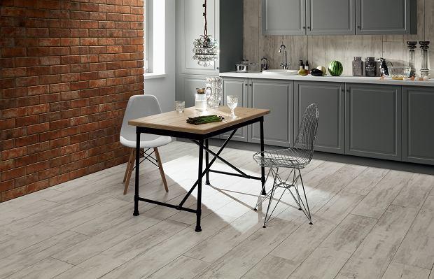 Drewnopodobne płytki podłogowe do kuchni