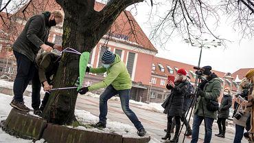 Rozpoczęła się przebudowa dróg w centrum Gliwic. Mieszkańcy protestowali przeciw wycince drzew