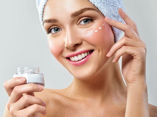 Domowa pielęgnacja skóry pod oczami