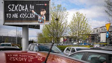 Katowice. Billboard: Szkoła to nie kościół